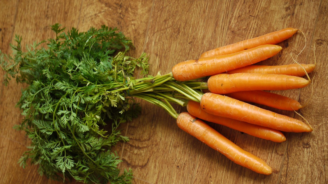 What's Fresh? Green-Top Carrots!